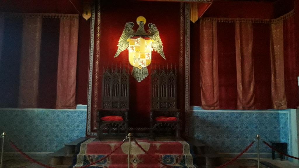 tronos do alcazar de segovia