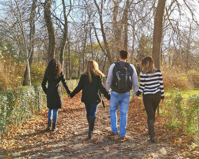 familia passeando no parque do retiro de Madrid