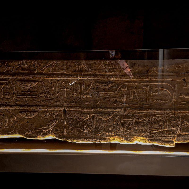 inscrições templo egípcio